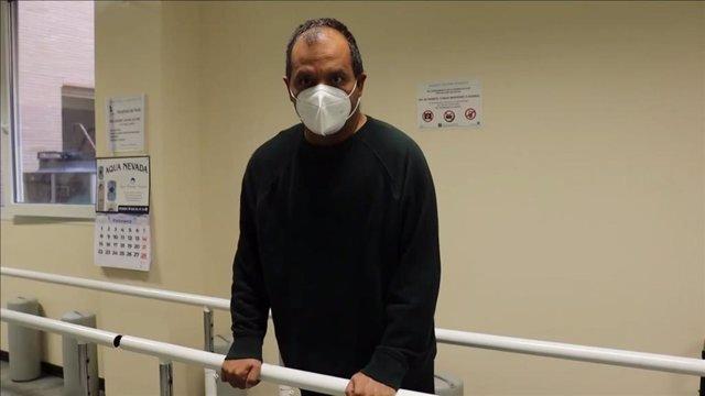 El médico de Urgencias Munir Abu Jok Rajab aún se recupera de las secuelas del covid-19 tras casi un año desde el inicio de la enfermedad