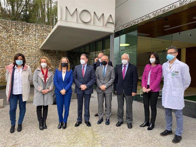 Visita de la vicepresidenta segunda del Congreso, Ana Pastor (PP) al Imoma, acompañada de la presidenta del PP asturiano, Teresa Mallada, y el alcalde de Oviedo, Alfredo Canteli.