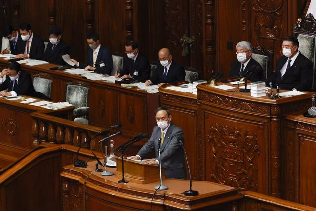 Archivo - 21 January 2021, Japan, Tokyo: Japanese Prime Minister Yoshihide Suga answers questions during a Lower House's plenary session at the National Diet. Photo: Rodrigo Reyes Marin/ZUMA Wire/dpa