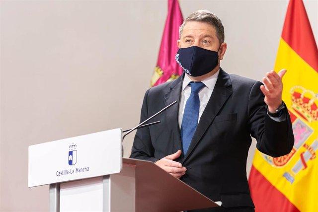 El presidente de Castilla-La Mancha, Emiliano García-Page, entrega los reconocimientos de la IX edición de los Premios a la Excelencia y a la Calidad en la Prestación de Servicios Públicos en la región