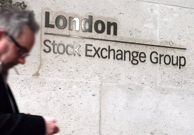 Archivo - FILED - 17 March 2017, England, London: A general view of the London Stock Exchange located at the entrance to the exchange. Photo: Jens Kalaene/dpa-Zentralbild/dpa