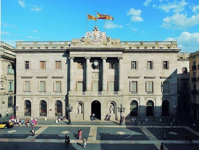 Archivo - Façana de l'Ajuntament de Barcelona (Arxiu)