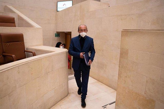 El consejero de Industria, Turismo, Innovación, Transporte y Comercio, Javier López Marcano, en el Parlamento