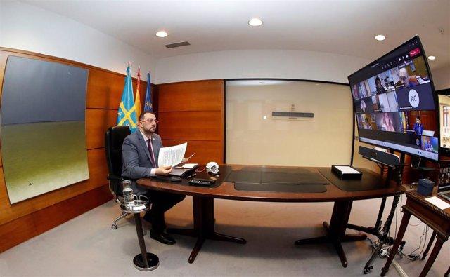 El presidente del Gobierno del Principado de Asturias, Adrián Barbón, participa en la reunión telemática del Consejo de Gobierno, a 5 de marzo de 2021.