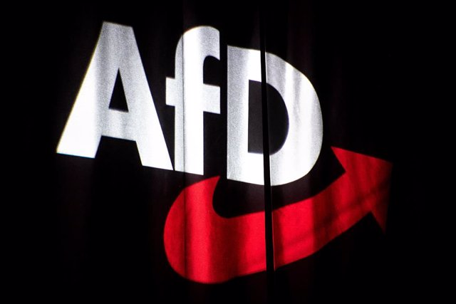 Archivo - FILED - 30 November 2019, Lower Saxony, Braunschweig: The logo of the Alternative for Germany (AfD) party is projected onto a curtain at the federal party conference. Germany's domestic intelligence agency has classified the entire AfD as a righ
