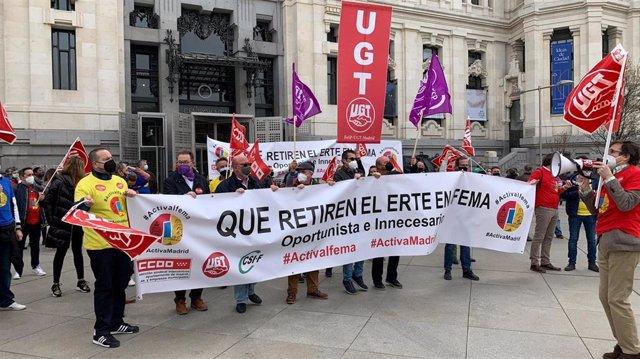 """Trabajadores de Ifema se concentra en Cibeles contra un ERTE """"mal planteado"""""""