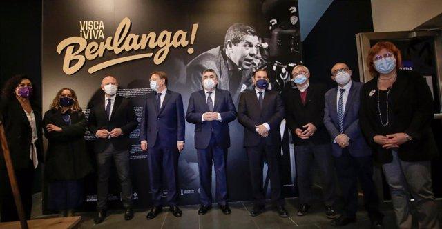 El ministro de Cultura y Deporte, José Manuel Rodríguez Uribes, visita una muestra sobre Berlanga en Valencia