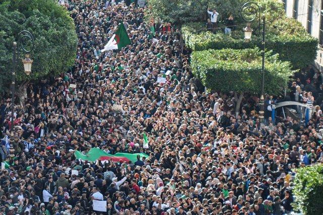 Archivo - Una protesta en Argelia contra las elecciones presidenciales de diciembre