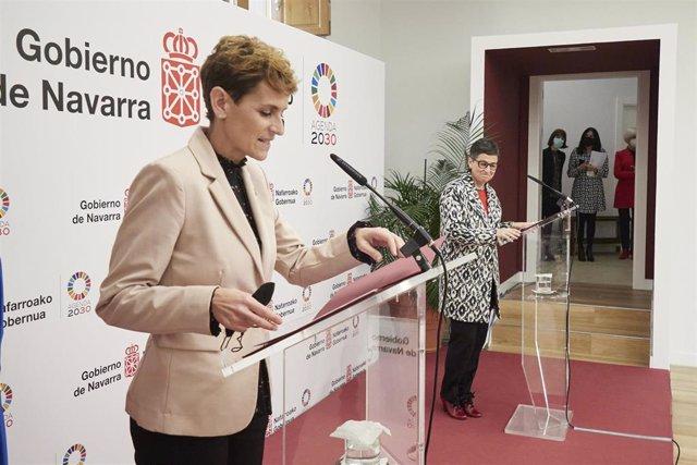 La presidenta del Gobierno de Navarra, María Chivite (i) y la ministra de Asuntos Exteriores, Unión Europea y Cooperación, Arancha González Laya (d).