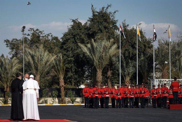 El Papa junto al presidente iraquí, Barham Salih, en su viaje a al país