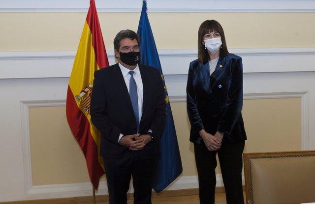 El ministro de Inclusión, Seguridad Social y Migraciones, José Luis Escrivá, y la vicelehendakari segunda y consejera de Trabajo y Empleo del Gobierno vasco, Idoia Mendía