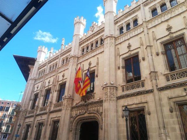 Archivo - Fachada del Consell de Mallorca, en la calle Palau Reial.