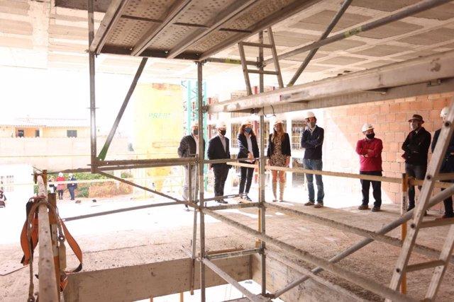 El Govern presenta una nueva promoción de VPO en Inca que comenzará a construirse este verano.