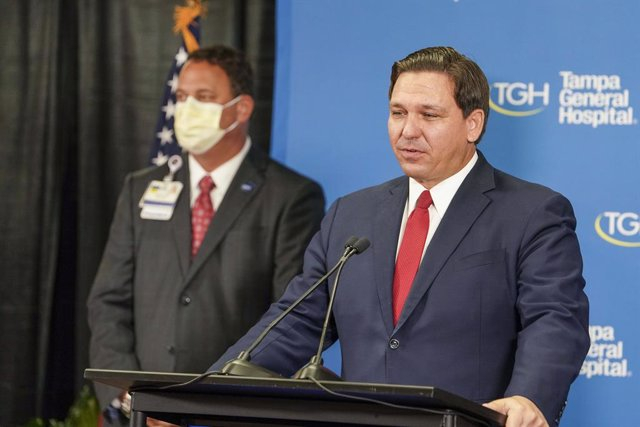 Archivo - 14 December 2020, US, Tampa: Governor of Florida Ron DeSantis speaks during a press conference at Tampa General Hospital just after its first shipment of the Pfizer/BioNTech vaccines were received. Photo: Martha Asencio Rhine/Tampa Bay Times via