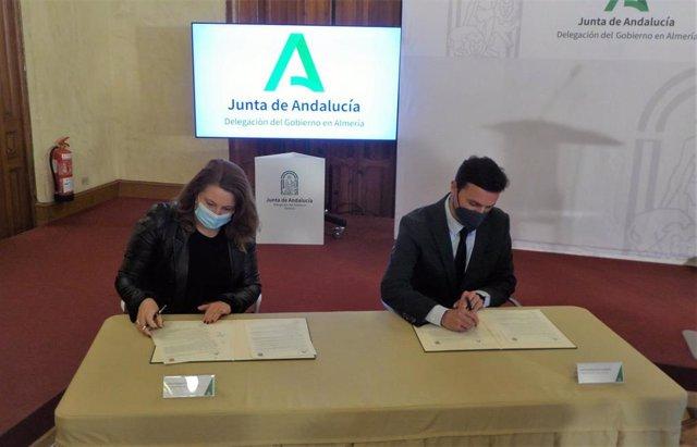 La consejera de Agricultura y el presidente de la Diputación de Almería