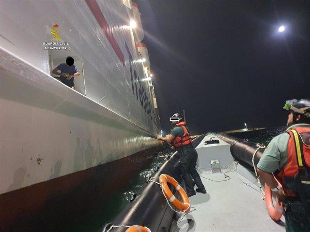 Descubren a cuatro polizones escondidos en una cavidad donde se recogen los cables del ancla del barco Melilla-Málaga