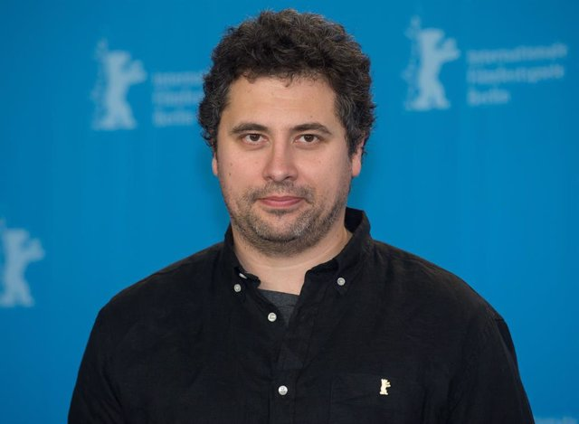 """Archivo - FILED - 11 February 2015, Berlin: Director Radu Jude poses for a picture during the photo session for the film """"Aferim!"""" at the 65th Berlin International Film Festival. Romanian director Radu Jude won the Berlin Film Festival's Golden Bear for b"""