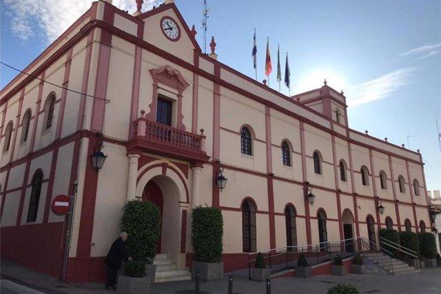 Archivo - Fachada del Ayuntamiento de Alcalá de Guadaíra