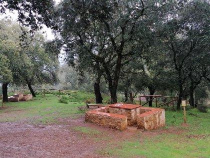 La Junta de Andalucía invierte más de 22.000 euros en la dotación de varias áreas de descanso de senderos de Aracena