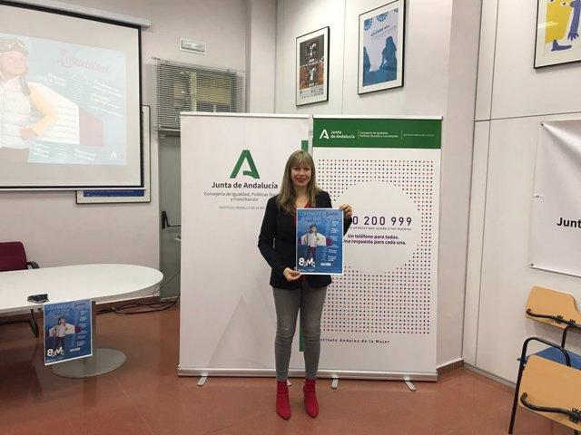 La asesora de programa del Instituto Andaluz de la Mujer (IAM) en Córdoba, Lourdes Arroyo, presenta la campaña institucional de la Junta de Andalucía 'Lo mejor está por crecer'.