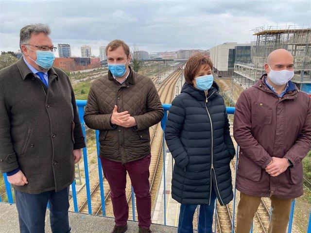 Rueda De Prensa De La Presidenta De Foro Asturias, Carmen Moriyón, Y Otros Cargos Del Partido, En Gijón, Para Hablar Del Plan De Vías