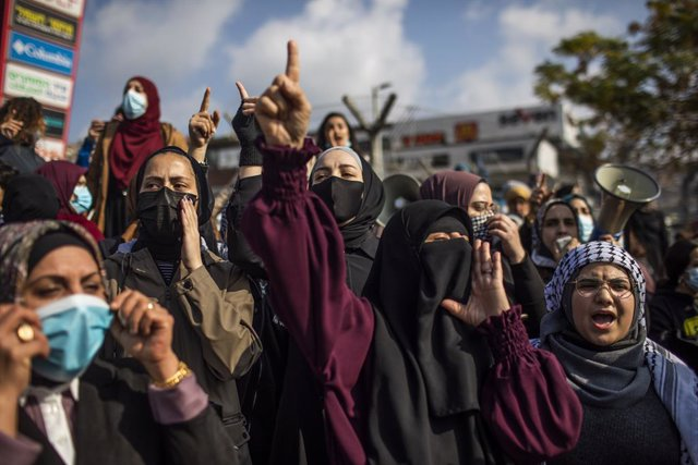 05 February 2021, Israel, Umm al-Fahm: Women take part in a demonstration over police brutality against Arabs in the country. Photo: ilia yefimovich/dpa