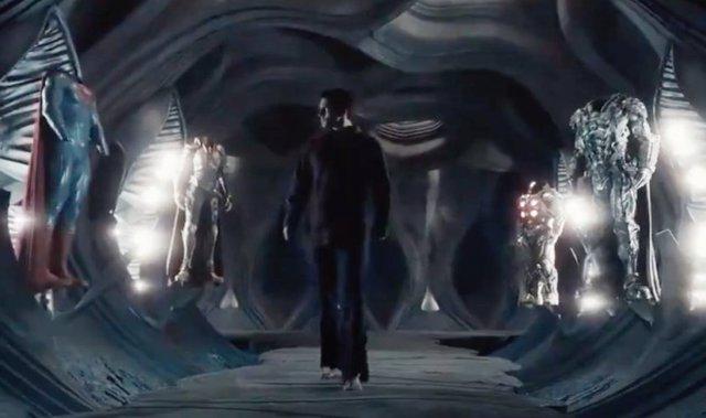 Snyder's Cut Liga de la Justicia revela de dónde sale el traje negro de Superman en el su tráiler