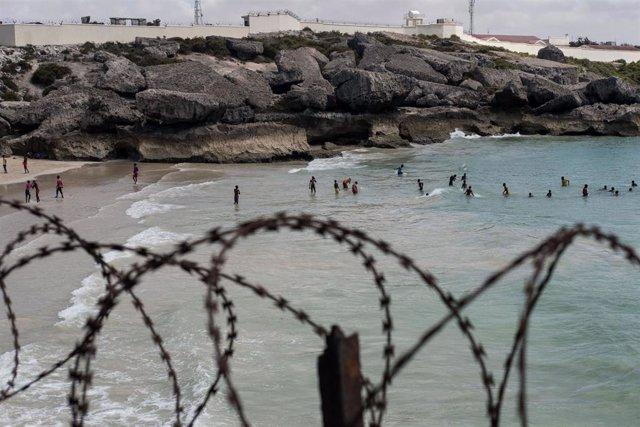 Archivo - Imagen de archivo de la playa del puerto de Mogadiscio, cerca de donde un coche bomba ha matado al menos a siete personas en un atentado terrorista.