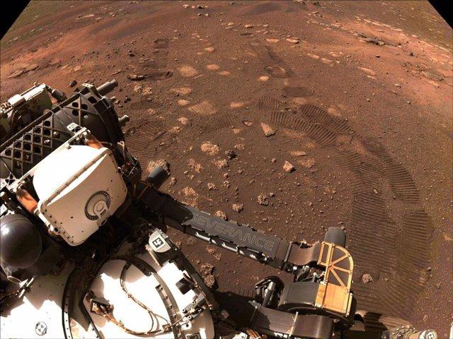 Primeras rodadas del rover Perseverance en Marte