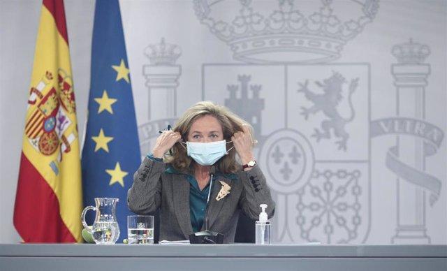 Archivo - El La vicepresidenta y Ministra de Asuntos Económicos y Digitalización, Nadia Calviño, comparece en una rueda de prensa