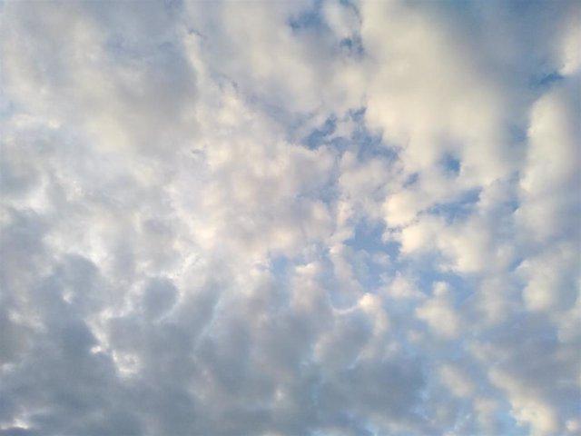 Archivo - Cielos nubosos