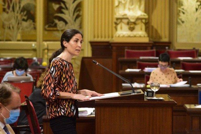 La diputada de Unidas Podemos Antonia Martín, durante una intervención en el Parlament.