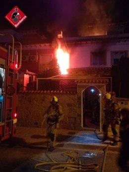 Incendio de la vivienda en Torrevieja (Alicante)