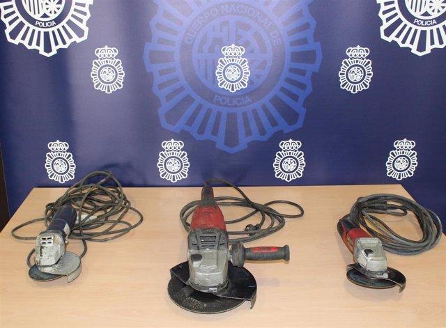 """Nota De Prensa: """"La Policía Nacional Ha Detenido A Una Pareja Que Intentó Vender A Través De Una Aplicación De Compra Venta Tres Sierras Radiales Sustraídas En Una Obra"""""""