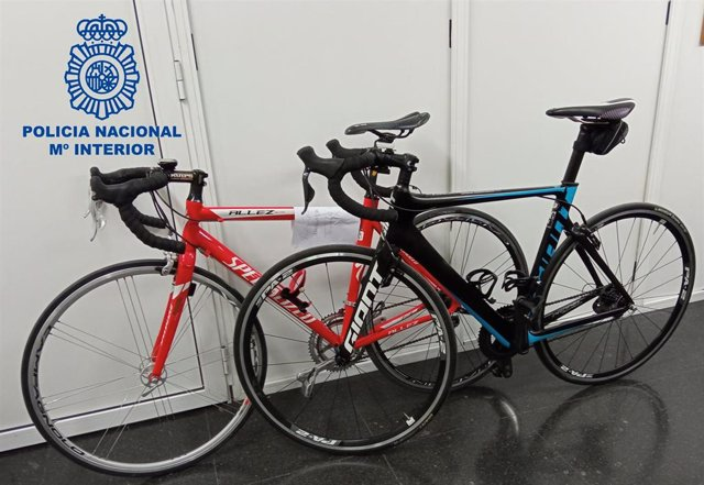 """Nota De Prensa E Imagen: """"La Policía Nacional Recupera Dos Bicicletas De Alta Gama Sustraídas De Un Garaje Y Detiene Al Autor Del Robo"""""""