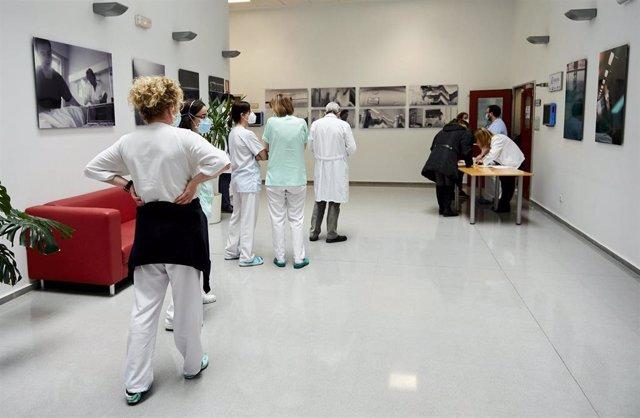 Dispositivo para la aplicación de la segunda dosis de la vacuna de Pfizer-BioNTech contra la Covid-19 al personal sanitario del Hospital Universitario Marqués de Valdecilla