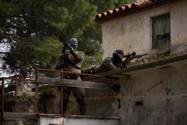 Miembros del Grupo Especial de Intervención (GEI) de los Mossos d'Esquadra, durante un día de entrenamiento en el Complex Egara en Sabadell
