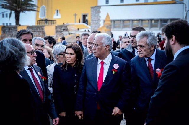 El primer ministro portugués, António Costa, junto al secretario general del Partido Comunista de Portugal, Jerónimo de Sousa