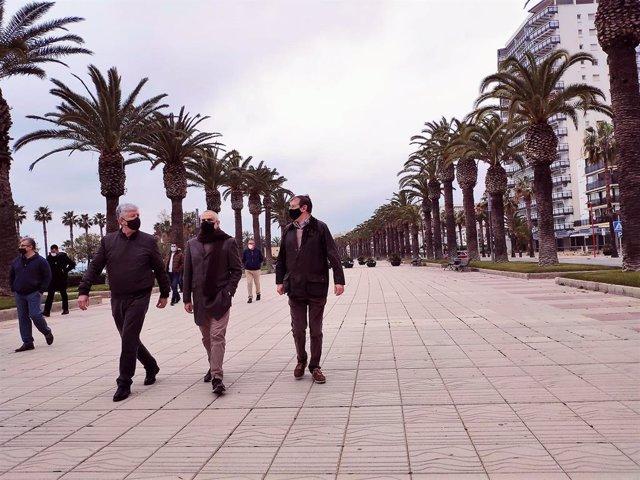 Matías Alonso, Carlos Carrizosa i Pere Huguet (Cs) en una visita a Salou (Tarragona)