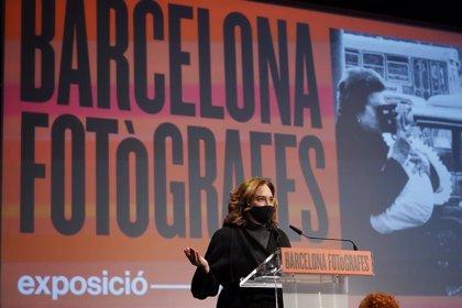 """8M.- Colau obre 'Barcelona Fotògrafes': """"No podem prescindir del talent de les nostres dones"""""""