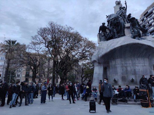 Unes 200 persones es concentren a Barcelona pel raper Pablo Hasél i altres reivindicacions socials