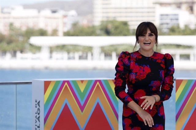 """Archivo - Photocall con el equipo de la película """"La Boda Rosa"""" , en la imagen la cantante Rozalén. En Málaga, (Andalucía, España), a 21 de agosto de 2020."""