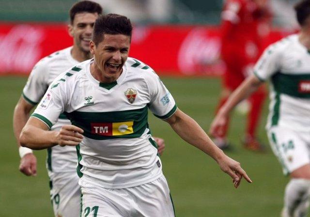 Guido Carrillo celebra el 2-0 del Elche ante el Sevilla