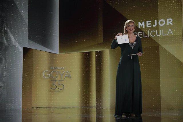 La enfermera Ana María Ruiz anuncia el Goya a Mejor Película