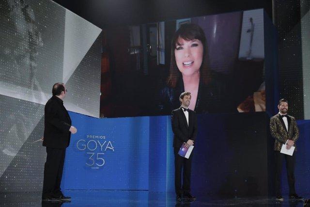Mabel Lozano, Premio Goya 2021 al Mejor Cortometraje Documental por 'Biografía del cadáver de una mujer' en los Premios Goya 2021 celebrados en Madrid, a 6 de marzo de 2021.