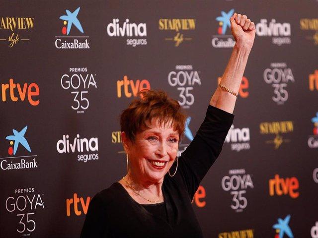 La actriz Verónica Forqué, posa en la alfombra roja en la 35 edición de los Premios Goyaen elTeatro del Soho CaixaBank de Málaga