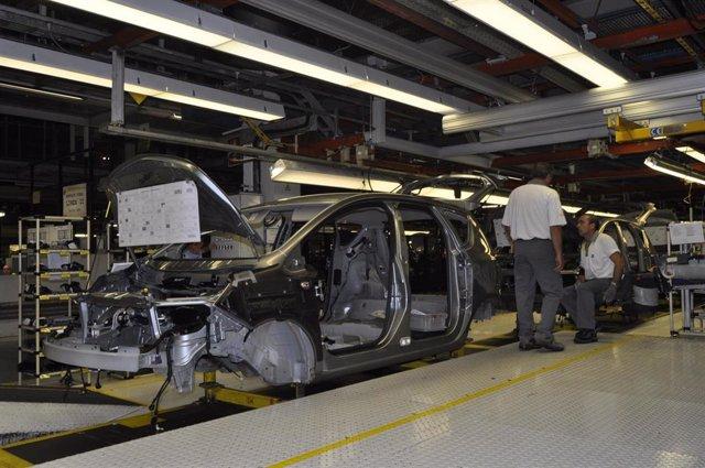 Archivo - Planta de fabricación de vehículos.