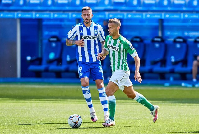 Archivo - Sergio Canales of Real Betis Balompie during the spanish league, LaLiga, football match played between Deportivo Alaves and Real Betis Balompie at Mendizorrotza Stadium on September 13, 2020 in Vitoria, Spain.