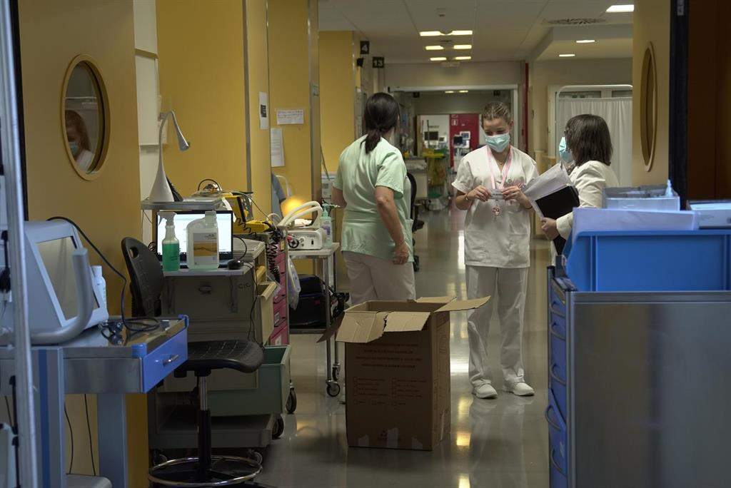 Cantabria suma una muerte Covid, suben los casos y bajan los hospitalizados