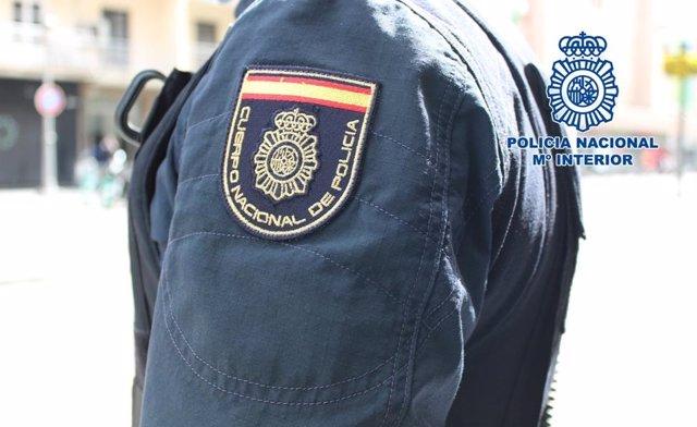 Archivo - Agente de la Policía Nacional